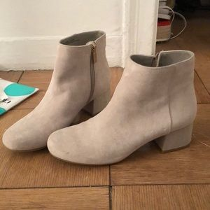 Kenneth Cole Beige suede booties